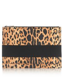Cartera sobre de ante de leopardo marrón claro de Givenchy