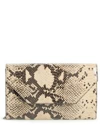 Cartera sobre de cuero con print de serpiente marrón claro de Halogen