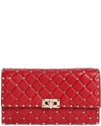 Cartera Sobre de Cuero con Tachuelas Roja de Valentino