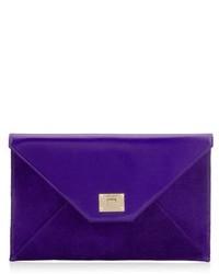 Cartera sobre de cuero en violeta