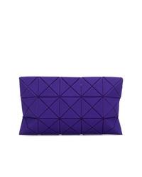 Cartera sobre de cuero en violeta de Bao Bao Issey Miyake