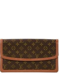 Cartera sobre de cuero estampada marrón de Louis Vuitton