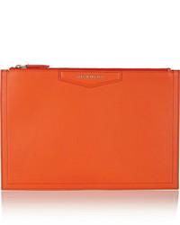 Cartera sobre de cuero naranja de Givenchy