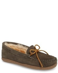 Minnetonka Genuine Shearling Hard Sole Moccasin Indooroutdoor Slipper