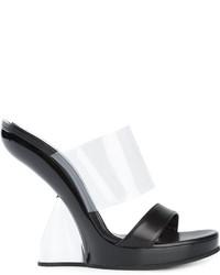 Chinelas de cuero negras de Alexander McQueen
