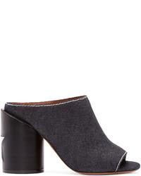 Chinelas en gris oscuro de Givenchy
