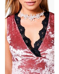 Boohoo Ivy 3d Flower Encrusted Statet Choker