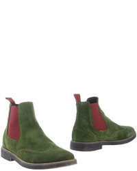 Dark Green Suede Boots Outfits For Men