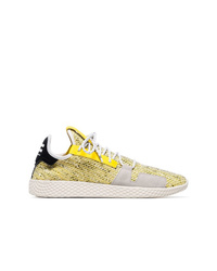 Deportivas doradas de Adidas By Pharrell Williams