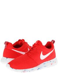 Deportivas en rojo y blanco