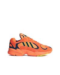 Deportivas naranjas de adidas
