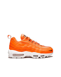 Deportivas naranjas de Nike