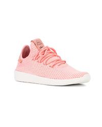 Deportivas rosadas de Adidas By Pharrell Williams