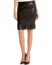 Falda lápiz de cuero сon flecos negra de Karen Kane