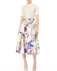 Falda midi con print de flores en beige de Lela Rose