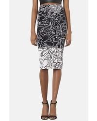Falda midi con print de flores en negro y blanco de Topshop
