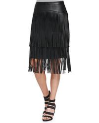 Falda midi de cuero сon flecos negra de BCBGMAXAZRIA