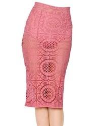 Falda midi de encaje rosada de Burberry