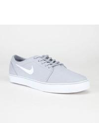 Nike Grises