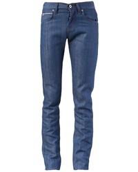 La polyvalence d'un cardigan brun et d'un jean skinny en fait des pièces de valeur sûre.