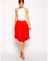 Jupe mi-longue plissée rouge
