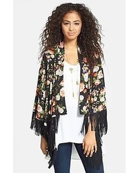 A black lace cropped top and a kimono is a great combination to carry you throughout the day.