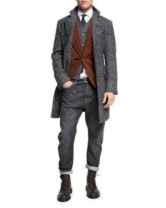 Cómo combinar: abrigo largo de tartán en gris oscuro, blazer de pana en tabaco, cárdigan en gris oscuro, camisa de vestir blanca