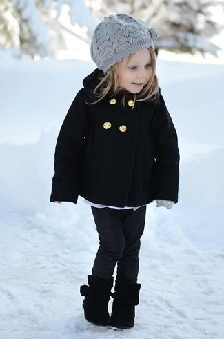 Cómo combinar: abrigo negro, vaqueros negros, botas negras, boina gris