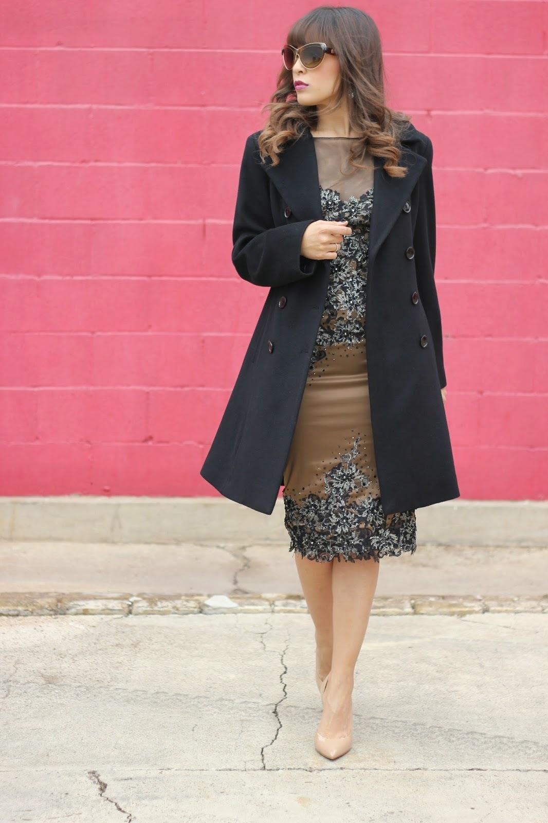 Look de moda: Abrigo Negro, Vestido Tubo con Adornos Marrón, Zapatos ...