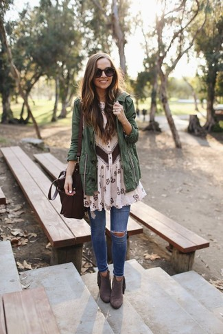 How to wear: dark green anorak, beige floral chiffon shirtdress, blue ripped skinny jeans, dark brown suede ankle boots