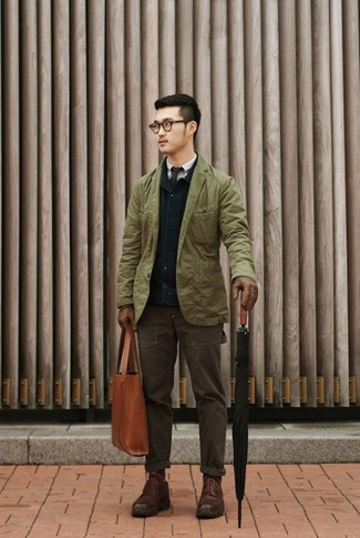If you're on the hunt for a casual yet stylish ensemble, consider pairing a navy blue barn jacket with dark brown casual pants. Both items are totally comfortable and will look great together. Spruce up this look with dark brown leather casual boots. We're loving how perfect this one is for summer-to-fall weather.