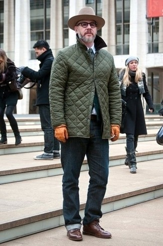 This combination of an olive quilted barn jacket and navy jeans is put together and yet it looks comfortable and ready for anything. Polish off the ensemble with dark brown leather dress boots. We love that this ensemble is perfect when chillier days are here.