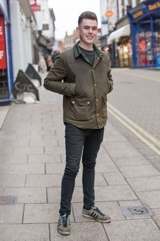 How to Wear Grey Suede Low Top Sneakers For Men: This casual pairing of an olive barn jacket and charcoal jeans is capable of taking on different nuances according to how you style it out. Add a pair of grey suede low top sneakers to your outfit et voila, the outfit is complete.