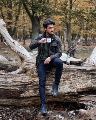 Barn Jacket Outfits: If you're a fan of classic pairings, then you'll love this combo of a barn jacket and navy skinny jeans. To bring a little depth to this getup, throw in navy leather desert boots.
