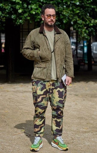 How to Wear Camouflage Pants In Fall For Men: An olive corduroy barn jacket and camouflage pants teamed together are the ideal ensemble for those dressers who appreciate casually stylish combinations. Complete your look with green athletic shoes to tie the whole outfit together. It's a savvy choice when it comes to piecing together a well-coordinated outfit for awkward transition weather.