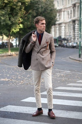 How to Wear a Burgundy Tie For Men: Go for a dark green barn jacket and a burgundy tie for manly elegance with a modernized spin. Complement your look with brown leather loafers et voila, the look is complete.