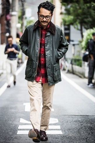 Dark Green Barn Jacket Outfits: For something on the relaxed end, reach for a dark green barn jacket and beige chinos. You could perhaps get a bit experimental when it comes to footwear and introduce dark brown leather derby shoes to the equation.