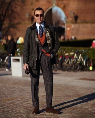 Navy and White Print Tie Outfits For Men: Try teaming a dark green barn jacket with a navy and white print tie - this look is guaranteed to make an entrance. Got bored with this ensemble? Introduce a pair of dark brown suede oxford shoes to jazz things up.