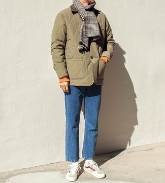 How to Wear Beige Low Top Sneakers For Men: An olive quilted barn jacket and blue jeans matched together are a match made in heaven for those who love cool and casual styles. Let your outfit coordination expertise truly shine by complementing this look with a pair of beige low top sneakers.
