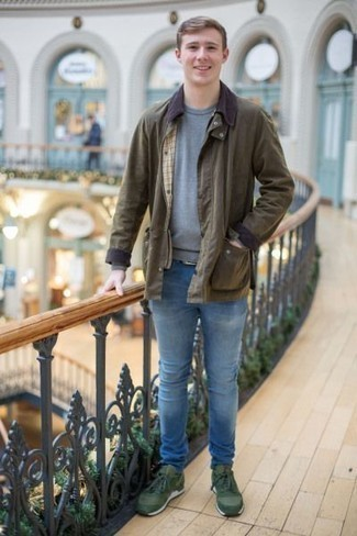How to Wear a Grey Sweatshirt In Your 20s For Men: Extremely stylish, this laid-back combination of a grey sweatshirt and light blue jeans will provide you with excellent styling possibilities. Feeling transgressive today? Shake up this ensemble by sporting a pair of dark green athletic shoes.