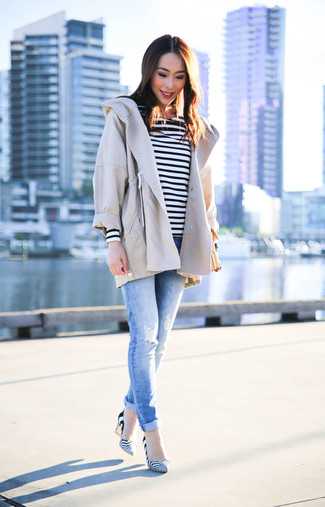 How to wear: beige anorak, white and black horizontal striped long sleeve t-shirt, light blue ripped skinny jeans, white and black horizontal striped leather pumps