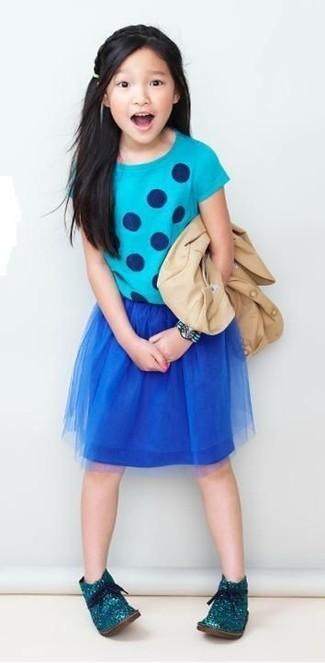 How to wear: beige blazer, aquamarine polka dot t-shirt, navy mesh skirt, teal desert boots