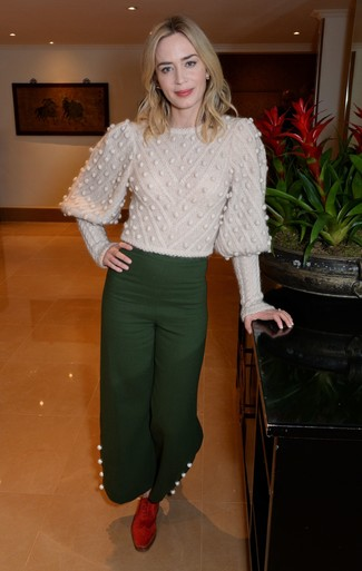 Women's Looks & Outfits: What To Wear In 2020: This combination of a beige cable sweater and dark green wide leg pants looks totaly stylish and makes you look infinitely cooler. And it's a wonder what a pair of red suede oxford shoes can do for the ensemble.