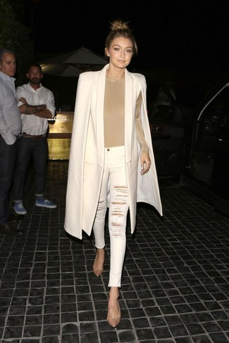 How to Wear a Beige Long Sleeve T-shirt For Women: If you don't like being too serious with your combinations, marry a beige long sleeve t-shirt with white ripped skinny jeans. Introduce a pair of tan leather pumps to the mix for a major style boost.