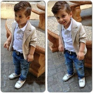 How to Wear Blue Jeans In Spring For Boys: This combo of a beige cardigan and blue jeans is a great outfit for a playdate. White loafers are a savvy choice to finish this ensemble.