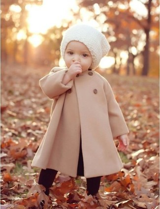 How to wear: beige coat, burgundy leggings, white beanie