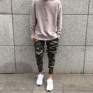 How to wear: beige crew-neck sweater, olive camouflage cargo pants, white low top sneakers
