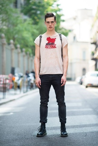 Marry a beige print crew-neck t-shirt with black skinny jeans for a laid-back yet fashion-forward outfit. Smarten up your ensemble with black leather casual boots. As you know, the key to getting through the hottest time of year is dressing in fresh combinations like this one.