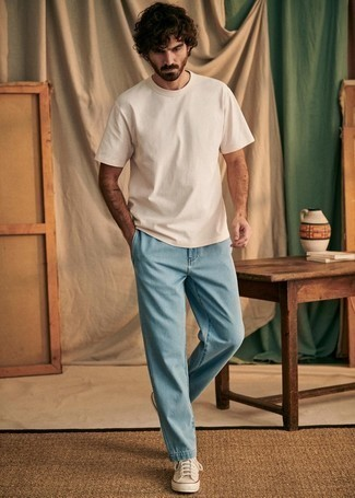 1200+ Outfits For Men In Their 30s: Infuse new life into your daily off-duty arsenal with a beige crew-neck t-shirt and light blue jeans. Hesitant about how to round off? Introduce beige canvas high top sneakers to the mix to spice things up. Men who are curious how to wear edgy off-duty outfits as you mature into your 30s, this combination should answer your question.