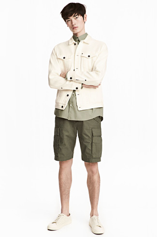 How to Wear an Olive Long Sleeve Shirt For Men: An olive long sleeve shirt and olive shorts are among the fundamental items in any modern gentleman's great casual collection. Add a pair of beige leather low top sneakers to the equation and off you go looking incredible.